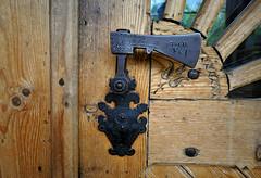 the door handle  highlander hatchet (rafasmm) Tags: door handle highlander hatchet mountain detal polska poland zakopane architecture handmade outdoor nikon d90 1884 house
