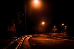 """""""Sola"""" (Alyaz7) Tags: nikond7200 lentenikonnikkorafs1855mm13556giidxvr chica girl bella beauty caminar walking calle street lucescallejeras streetlights oscuridad darkness nofear sinmiedo desconocido unknown ciudaddeméxico noche night sola alone"""