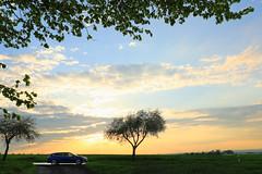 Abendtour im April (Rolf Pahnhenrich) Tags: sonnenuntergang landstrase himmel renaultmeganegrandtour auto landschaft renault wolkenhimmel wolken rolfpahnhenrich