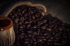 Huele a cafe...!! (Nita_Fotos) Tags: cafe coffee granos cupofcofee brwon bodegón stilllife naturalezamuerta