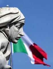 Pietà (stendol [L.B.W.L.]) Tags: roma santacaterina siena bandiera tricolore pietà castelsantangelo italia italy sanpietro vaticano conciliazione copatrona statue statua volto santa stato