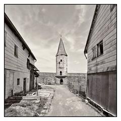 Leerstand innert Stadtbefestigung (BKFofOF) Tags: nikon d610 fx irix firefly 15mm vogelsberg herbstein stadtmauer hessen