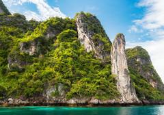 Loh Samah (TheDailyNathan) Tags: thailand asia southeastasia 2016 december winter andamansea phiphiisland kohphiphi lohsamah tour mayabay cove limestone cliffs pillar forest loh samah