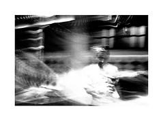 Street chef (Kodak Tri-X @1600) (Perilouc) Tags: doha film kodak trix