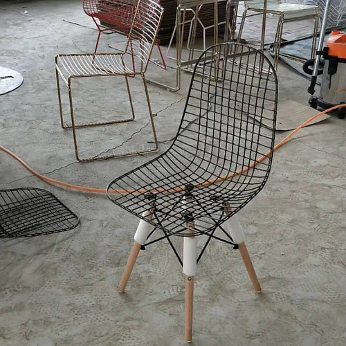 Factory outlet -  iron wire seat with beech legs chair Inquiry and order phone/whatsapp/wechat+86-15533430130 email jason@jsd-furniture.com www.jsd-furniture.com www.lemagaza.com www.imalatciyiz.com #chair#chairs#table#furniture#jsdfurniture#jiushunda#jiu