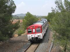 Tren de Cercanías de Renfe (Línea C-5) a su paso por ALGIMIA DE ALFARA (Valencia) (fernanchel) Tags: adif renfe spain cercanías rodalies поезд bahnhöfe railway station estacion ferrocarril tren treno train c5 alfaradelabaronia algimiadealfara