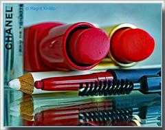 "Mein morgendliches Ritual! - My morning ritual! (magritknapp) Tags: ""makro monday"" ""ready fort he day"" ""hmm"" spiegel ""lippenstifte"" ""konturenstifte"" ""augenbrauenbürste"" parfüm mirror lipsticks contours eyebrowbrush perfume miroir rougeàlèvres pinceauàsourcils parfum espejo lápiceslabiales contornos cepillodecejas espelho batons lápiscomcontornos sobrancelha specchio rossetti contorni spazzolapersopracciglia profumo lippenstiften contouren wenkbrauwborstel contouredpencils parfym spejl parfume lustrzane lipinki kontury pędzeldooczu perfumy"
