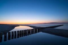 The crossing - Zingst, Mecklenburg-Vorpommern (dejott1708) Tags: zingst mecklenburgvorpommern ostsee baltic sea sandbank seascape long exposure groynes blue hour landscape