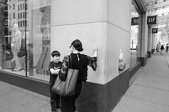 Seen in NYC, 2018 (On the right side of the sidewalk!) Tags: people street sidewalk talking arguing blackandwhite blancoynegro fotografiadelacalle nyc corner black white photography fotografia callejera