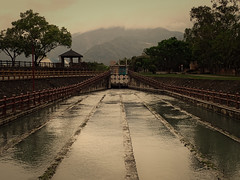 strillé (8pl) Tags: canal eau strillé central barrières montagnes vois bois arbres taïwan campagne parc promenade nuages kiosque