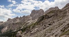 Catena dei Mugoni e Coronelle (cesco.pb) Tags: valdifassa catinaccio mugoni coronelle trentino dolomiten dolomiti dolomites alps alpi italia italy canon canoneos60d tamronsp1750mmf28xrdiiivcld montagna mountains