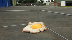 Traveling Egg (offroadsound) Tags: egg ei spiegelei travelling migrating frontier flughafen airport aeropuerto