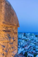 Cae la noche azul (CrisGlezForte) Tags: almería alcazaba noche azul ciudad barrio casas fortaleza