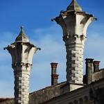 Variation sur l'art des cheminées vénitiennes, Montagnana, province de Padoue, Vénétie, Italie. thumbnail