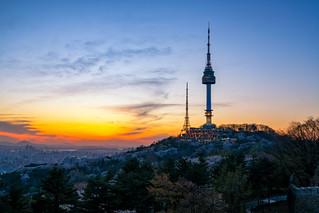 Sunset scene of N Seoul Tower at Namsan Mountain in Seoul City, South Korea.