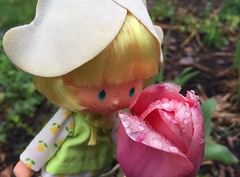 Smelling the tulips (Foxy Belle) Tags: doll flowers tulip garden mint 1980s kenner strawberry shortcake dutch friend international