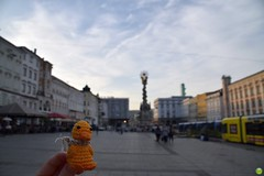 Ducky on the Main Square of Linz (petrOlly) Tags: europe europa österreich austria ducky linz crochet amigurumi planetjune handmade sk2018 architecture architektura building buildings