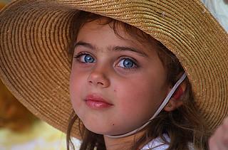 Portrait fillette bravade Fréjus France_9069
