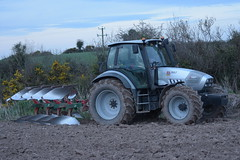 Hurlimann XL 150.7 Tractor with a Kverneland 4 Furrow Plough (Shane Casey CK25) Tags: hurlimann xl 1507 tractor kverneland 5 furrow plough sdf samedeutzfahr rathcormac traktor tracteur traktori trekker trator ciągnik ploughing turn sod turnsod turningsod turning sow sowing set setting tillage till tilling plant planting crop crops cereal cereals county cork ireland irish farm farmer farming agri agriculture contractor field ground soil dirt earth dust work working horse power horsepower hp pull pulling machine machinery nikon d7200
