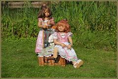 Milina und Sanrike ... der Tag wird schön ... (Kindergartenkinder 2018) Tags: kindergartenkinder schloss lembeck annette himstedt dolls milina sanrike