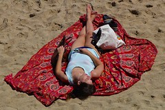 Zonnebad / Strand / Barcelona (rob4xs) Tags: barcelona strand beach playa platja platjadebarceloneta zonnebad sunbathing tanning relax catalonië cataluña catalunya spanje españa spain vakantie holiday favorite