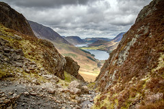 Through the gap.. (Tall Guy) Tags: tallguy uk ldnp lakedistrict unescoworldheritagesite cumbria haystacks buttermere
