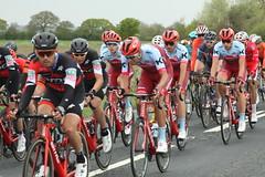 Peloton (Steve Dawson.) Tags: tourdeyorkshire mens cycle race bikes teams peloton cars portington yorkshire england uk stage1 beverleytodoncaster canoneos50d canon eos 50d ef28135mmf3556isusm ef28135mm f3556 is usm