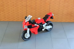 Honda CBR 1000 RR (1) (Everblack.) Tags: lego 118 hondacbr1000 motorcycle legomotorcycle honda racing motorcycleracing toys