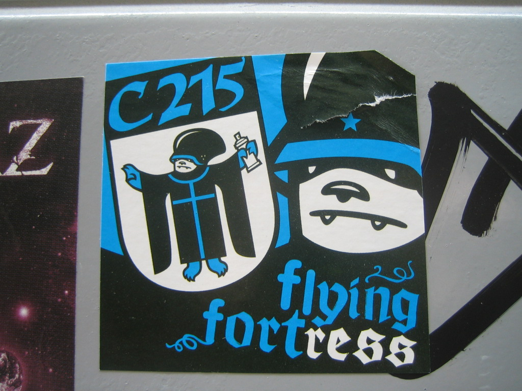 [Graff / Toiles / Stickers] FLYING FORTRESS 208929775_009e596125_o