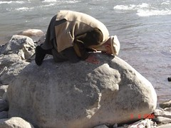 What a beauty prayer! (ebubekir) Tags: pakistan stone river perfect salat prayers namaz ta balakot mira pakia stnde