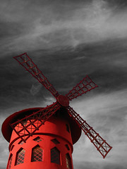 Eat your heart out, Toulouse Lautrec! (Rich007) Tags: red paris france windmill europe cabaret moulinrouge pigalle p1f1 bachspicsgallery