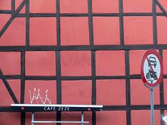 kbenhavn (*L) Tags: streetart tag copenhaga parede kbenhavn sinal quadradinhos quadrados quaquadradradidinhosnhos