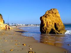 CoNTRaSTe (RoOoOo!!!) Tags: beach azul wow mar playa paseo cielo verano roca chiclana pescadores caña piedra barrosa