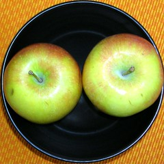 Tribute to the fruits: apple 2 (Marco Braun) Tags: food orange green apple niger square back essen negro bowl vert squaredcircle grn apfel schwarz pomme cercle carr repas bolle quadrat kreis schale noire enso    squaredcercle