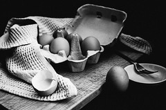 (nuriapase) Tags: blancinegre bodegons food stilllife egg ou oeuf blackandwhite black white art creative monocrome texture experimental