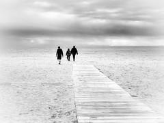 Caminante no hay camino (muntsa-joan-BW) Tags: blackandwhite bw bnw beach playa paisaje people street streetphoto streetphotography camino clouds nubes olympus white