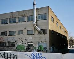 Respirer un grand coup !... (woltarise) Tags: bâtiment industriel canallachine montréal couleurs olympusmjuii 35mm argentique film ektar100 kodak