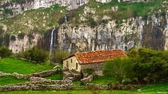 La cascada del Asón (Carpetovetón) Tags: cascada cabaña asón saltoagua sonynex5n colores nacimientoasón paisaje agua arredondo soba cantabria españa