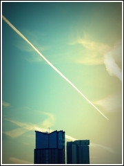 Orion and Radisson, Birmingham city centre (Wagsy Wheeler) Tags: birmingham birminghamcitycentre citycentre radisson radissonblu radissonhotel 10hollowaycircus hollowaycircus tower towers skyscraper skyscraperineurope aeroplane aeroplanetrail sky orionbuilding orion clouds cloud jettrail
