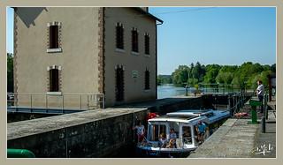 Tourisme fluvial / Fluvial tourism - Barrage de Neuville / Neuville dam - Mayenne