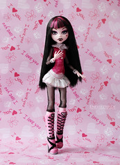 Draculaura (eneida_prince) Tags: monsterhigh doll dolls osalina mattel photo photos mh 2018 monsterhigh2018 photoshoot draculaura vampire basic
