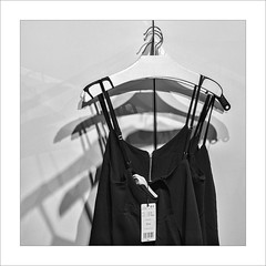 En la tenda / In the store. (ximo rosell) Tags: ximorosell bn blackandwhite blancoynegro bw llum luz light sombra shadow tienda ropa clothes squares abstract abstracció