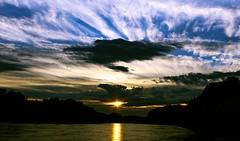 Última luz (portalealba) Tags: zaragoza zaragozaparque aragon españa spain sunset sol atardecer ebro portalealba canon eos1300d agua cielo nubes nwn 1001nights 1001nightsmagiccity 1001nightsmagicwindow fantasticnature
