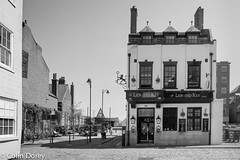 Kingston upon Hull -7.jpg (Colin Dorey) Tags: ph scalestreet hightstreet pub bar hull kingstonuponhull riverhull humber building architecture structure yorkshire may 2018 bw blackandwhite blackwhite lionkey monochrome road street lane path