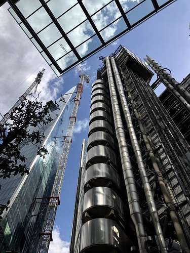 "On the left the ""Scalpel"" building, designed by architect Kohn Pederson Fox. On the right Lloyd's of London in Lime Street, designed by Richard Rogers and Partners. Above a small part of the ""Leadenhall building, designed by Rogers Stirk Harbour + Partner"