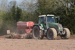 Fendt 818 Vario Tractor with a Simba Horsch 3DC Pronto Seed Drill (Shane Casey CK25) Tags: fendt 818 vario tractor simba horsch 3dc pronto seed drill spring barley agco green rathcormac traktor trekker traktori tracteur trator ciągnik sow sowing set setting drilling tillage till tilling plant planting crop crops cereal cereals county cork ireland irish farm farmer farming agri agriculture contractor field ground soil dirt earth dust work working horse power horsepower hp pull pulling machine machinery grow growing nikon d7200