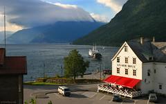 Norway: Kinsarvik fjord (Henk Binnendijk) Tags: kinsarvik hardanger hordaland norway ferry ferryboat ferrydock bryggen clouds fog hotel lake fjord noorwegen norge
