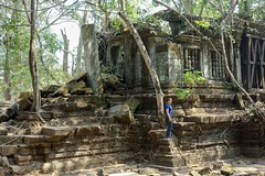 Beng mealea temple inside forest (Steph.Blandino) Tags: cambodia cambodge tdm travel tourdumonde worldtour voyage siemreap angkor temple followme passport