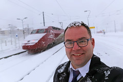 [03/52 2018] Thalys Neige (Meteorry) Tags: europe france auvergnerhônealpes rhônealpes savoie bourgsaintmaurice bourgstmaurice garedebourgsaintmaurice station gare snow neige blizzard thalys thalysneige train railways railroad chemindefer sncf red rouge thifactory trainmanager tm selfie selfportrait autoportrait me moi perrytak portrait uniform 52weeks 52semaines 52weeksalternative alt secondbest winter hiver 4537 january 2018 meteorry