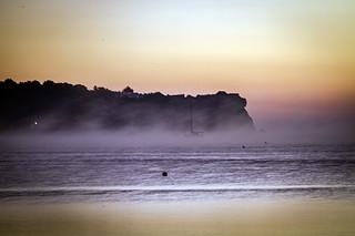 amaneciendo y levantandose la bruma  ( playa de Talamanca )
